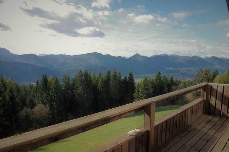 Blick vom Balkon am Wohnbereich