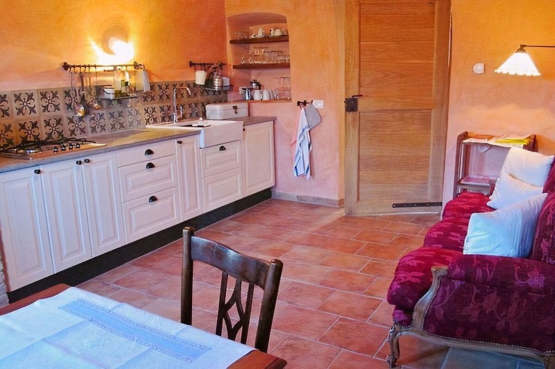 Wohnküche mit Essplatz und Kuschelsofa