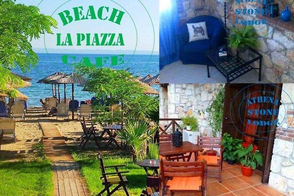 Athena Stone Lodge La Piazza Strandcafe mit gratis Sonnenliegen