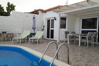 Ferienhaus mit eigenem Solar-Licht-Pool, Warmer Außendusche, 2 Schlafzimmer, 2 Badezimmer, schnelles-Internet, Autostellplatz direkt vor der Tür....... Ruhe, Erholung, Urlaub.....