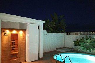 Piscina, jacuzzi, sauna Internet, 2baños