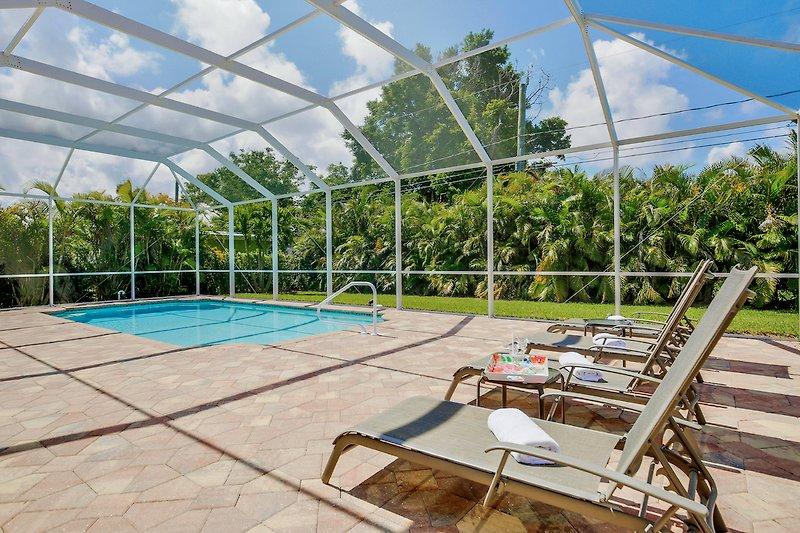 250 qm Poolbereich Südseite