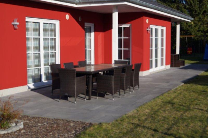 Terrasse mit Gartenbereich