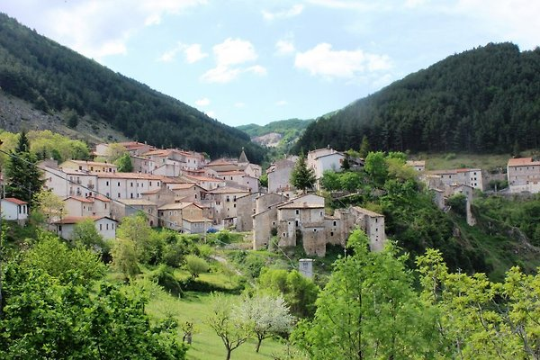 L'Aquila - Parque Nacional de Abruzzo en San Sebastiano dei Marsi - imágen 1