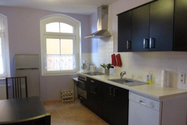 Küche mit Küchenzeile und Essplatz für 8 Personen