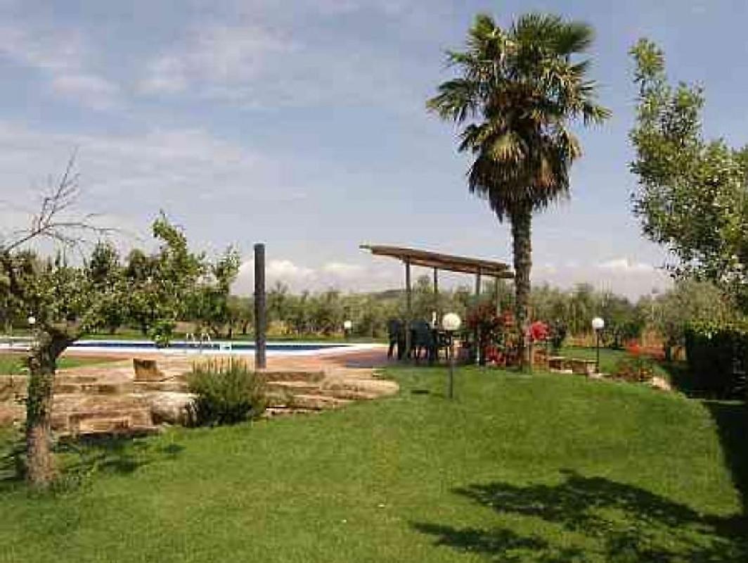 Casa casteani avec piscine appartement ribolla louer for Appartement a louer a sidi bouzid avec piscine