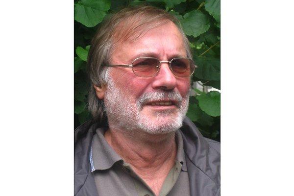 Monsieur S. Inh. Ulf Seide