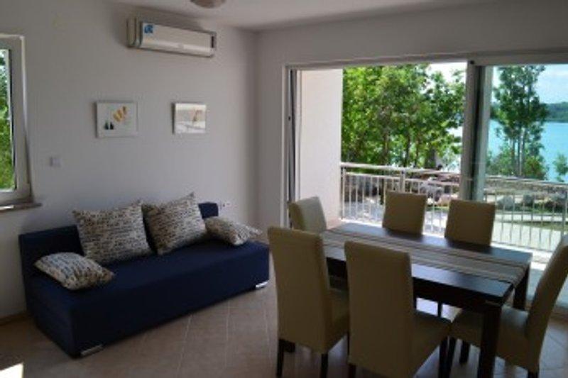 Wohnzimmer, Wohnung im Ergeschoss mit direktem Meerblick