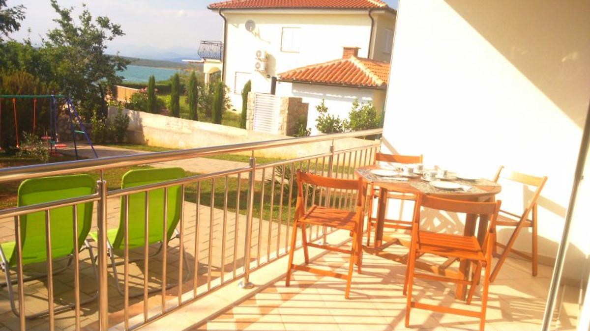 Villa klimno proprio sulla spiaggia appartamento in for Stima sulla costruzione di una casa con 3 camere da letto