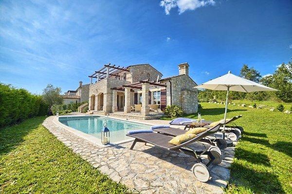 Villa rústica con piscina en Buzet - imágen 1