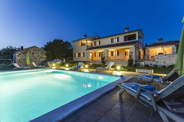 Villa rural con piscina y vistas en Skitaca -  1