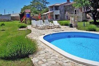 Casa di vacanze Dignano, piscina