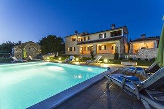 Villa rurale con piscina e vista