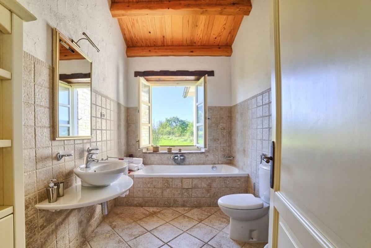 Rustikale villa mit pool ferienhaus in buzet mieten - Badezimmer rustikal ...