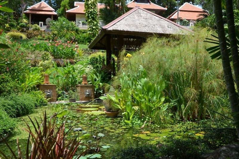 Sicht vom Garten Pavillion auf die Villa