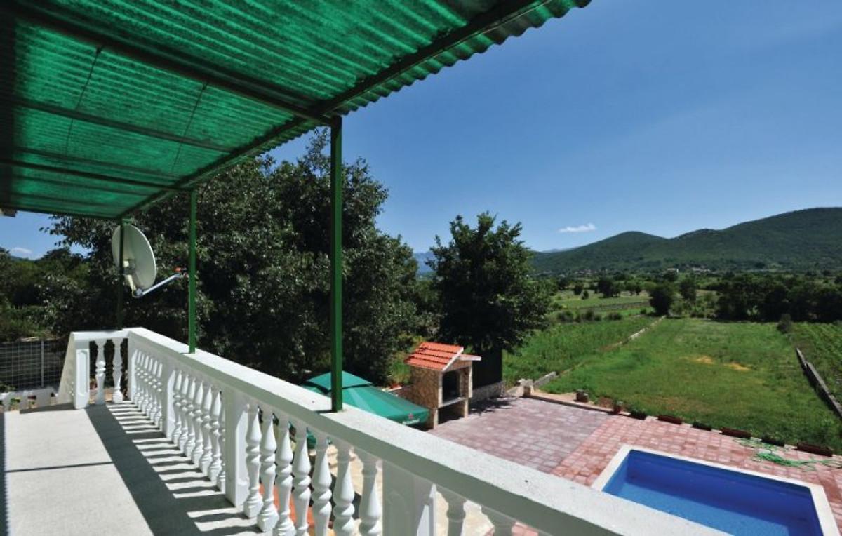 Haus dalmatien mit pool ferienhaus in trogir mieten for Haus mit pool mieten