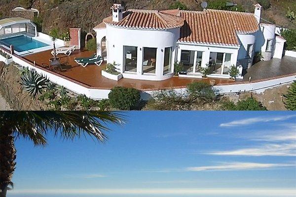 Durchdesignte Villa mit sensationellem Ausblick und Deluxe-Ausstattung