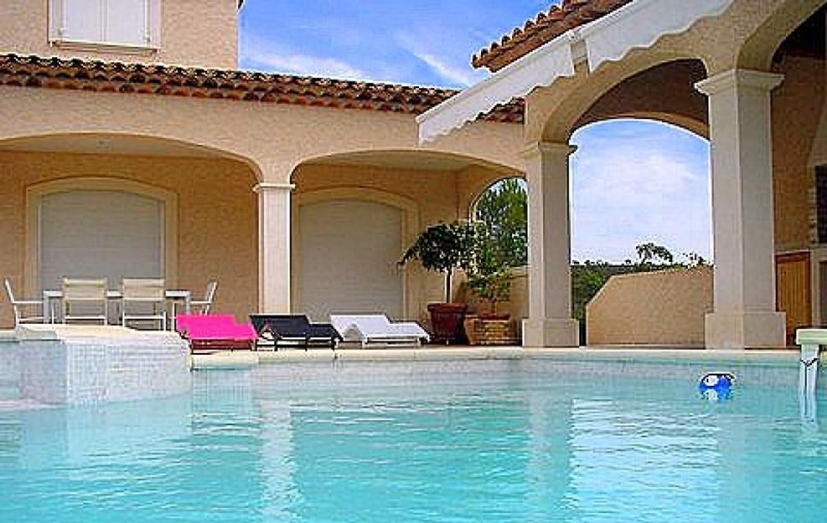 Studio avec piscine priv e appartement saint rapha l louer for Piscine saint raphael