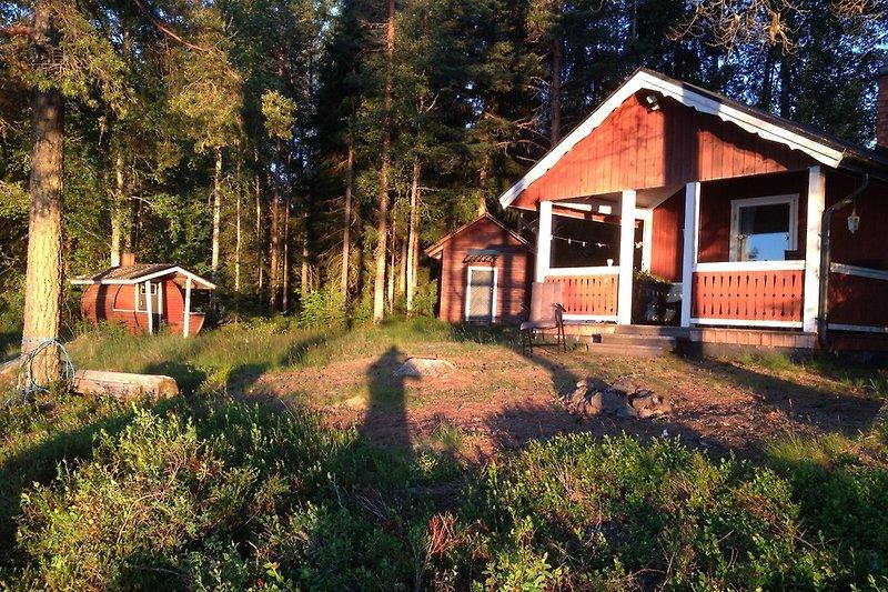 mainhut, sleeping hut, sauna