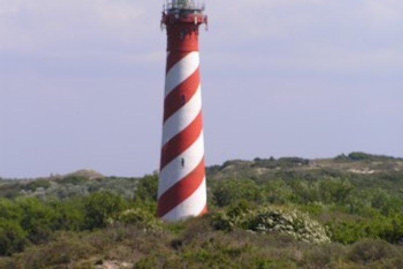 Der Leuchtturm von Nieuw Haamstede, der heute noch als Leuchtturm für die Scifffahrt genutzt wird. Unterhalb des Leuchtturms gibt es ein nettes Restaurant mit bestechender Kulisse.
