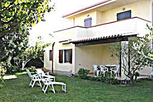 Villa Petti con jardín sur de Cerdeña en Capitana - imágen 1