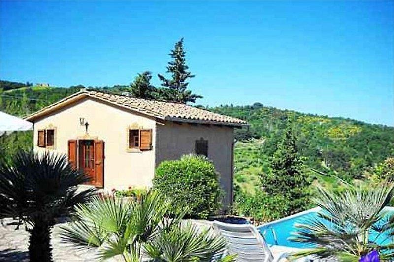 Villino con piscina privata in Sasso Pisano - immagine 2