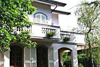Villa avec piscine près de Lucca Eleste
