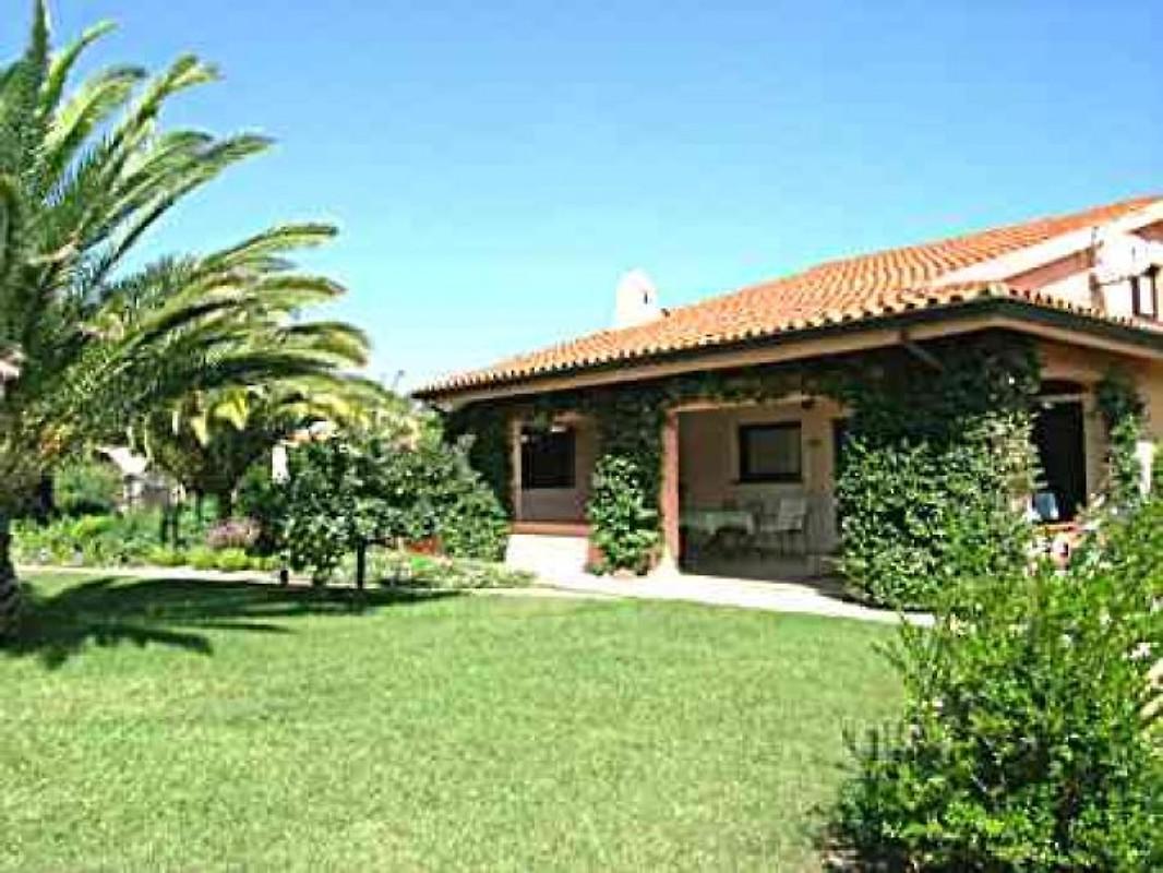Villa anna pina sardegna del sud casa vacanze in for Casa vacanze agrustos