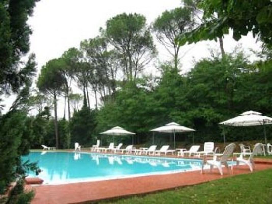 Scuola avec piscine dans le chianti appartement for Appartement a louer a sidi bouzid avec piscine