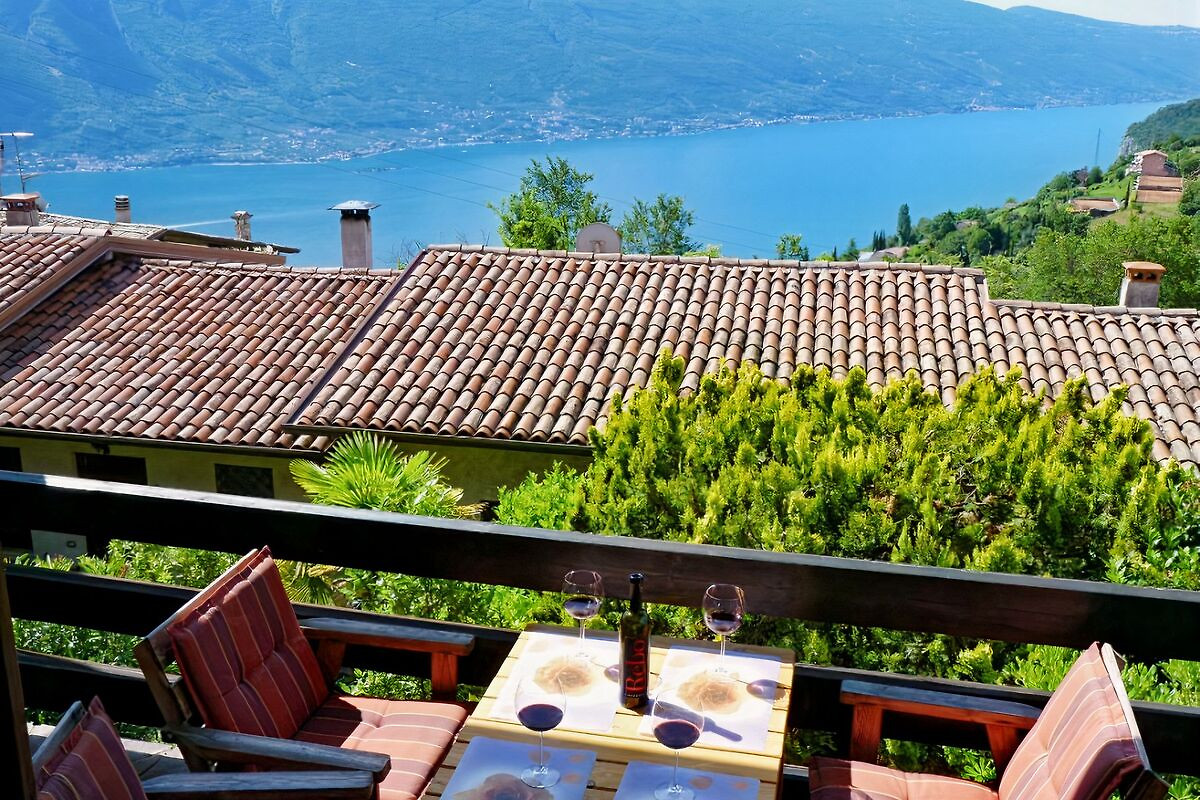 sch ner platz seeblick app gardasee ferienwohnung in tremosine sul garda mieten. Black Bedroom Furniture Sets. Home Design Ideas