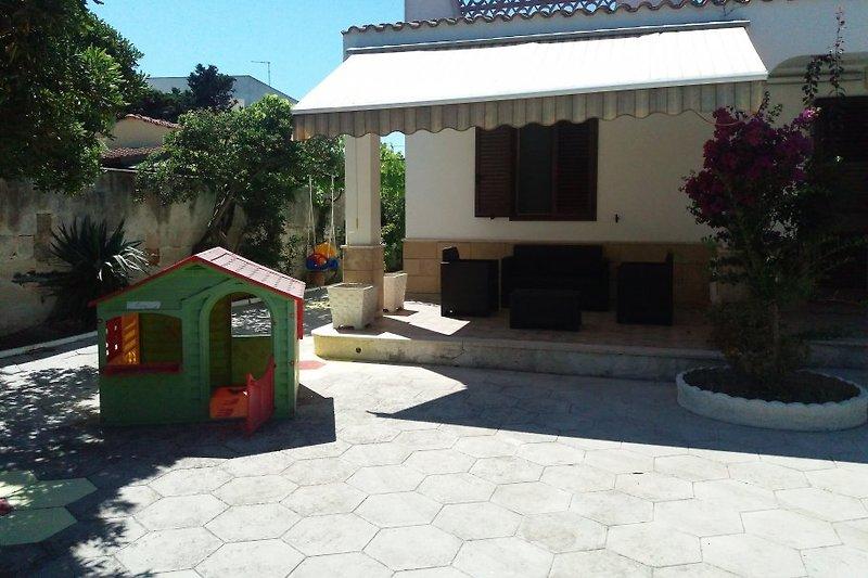 Azzurra Villa in Torre Chianca - immagine 2
