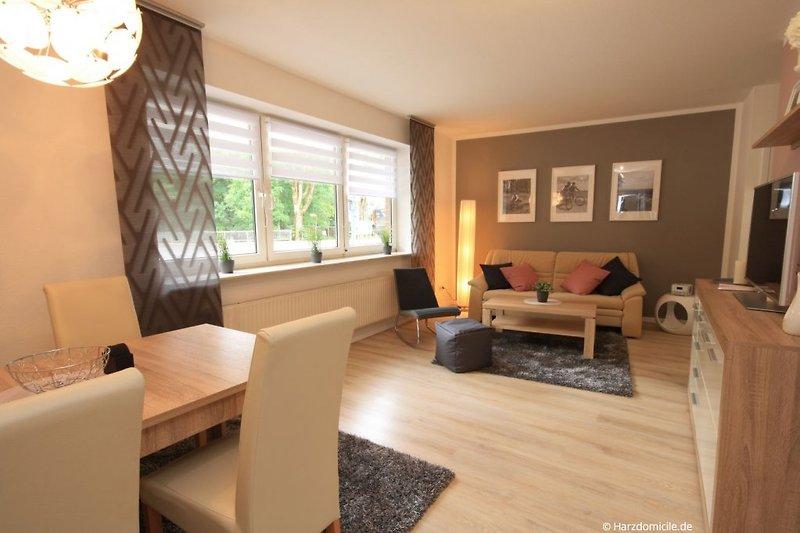 Wohn- /Essbereich mit Schlafcouch und offener Küche