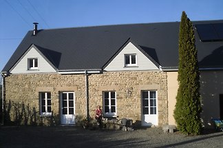 Renovated, very spacious farmhouse for 2 adults in a large, sunny garden with fruit trees in the countryside near Avranches, near the Mont Saint Michel and the Wadden Sea
