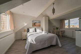 """In the house in Wilhelminastraat 122 we rent 2 units. The description below refers to the studio of the """"Strandhuis 122"""" on the 2nd floor"""