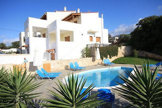 Exclusive villa with pool Crete