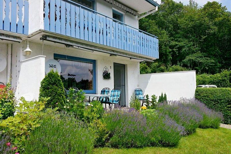 Ferienwohnung  mit herrlichem Seeblick von Wohnzimmer oder Terrasse