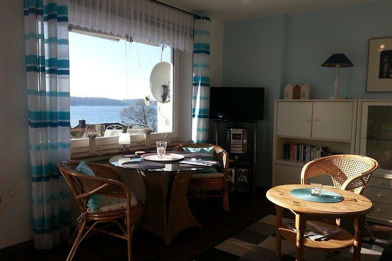 Traumhafter Seeblick von Terrasse und Wohnzimmer