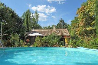 Ferienhaus im Languedoc mit  PRIVAT Schwimmbad, viel Privacy, mit einem sehr schoenen grossen Garten. 4 Personen und 1 Hund ( + € 25,- pro Woche) sind erlaubt.