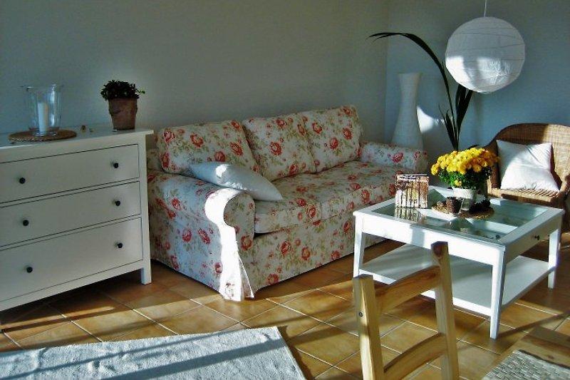 Wohnzimmer mit Natursteinfliesen