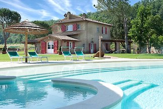 Deluxe House + private pool, Strandnaeh