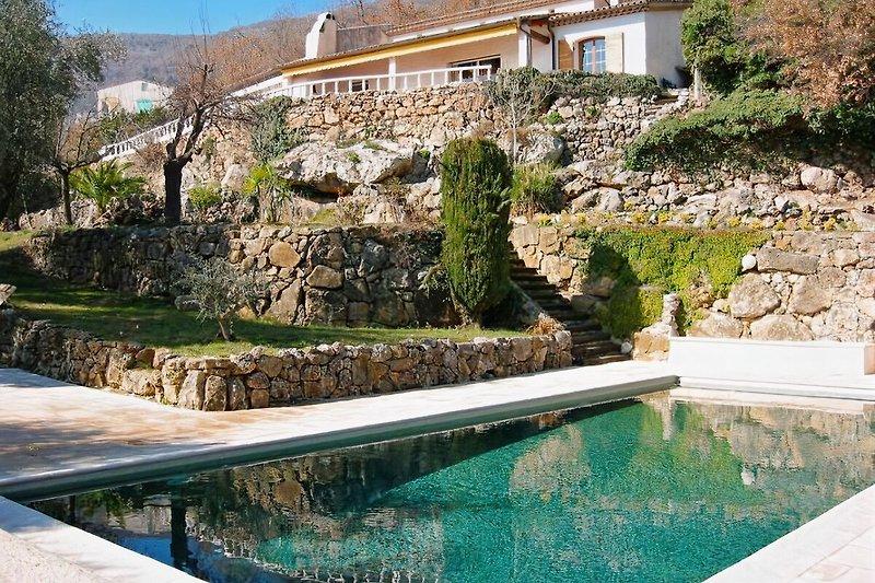 Haus und Schwimmbad