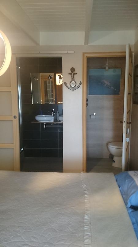 la maison jaune holiday home in cl den cap sizun. Black Bedroom Furniture Sets. Home Design Ideas