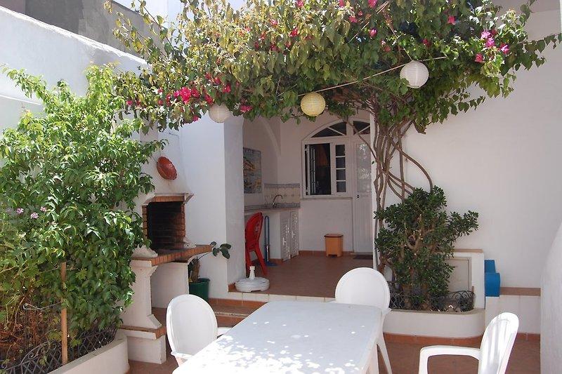 Außenbereich mit Eingang ins Appartement