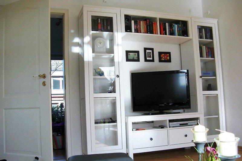 Regalwand Wohnzimmer, LED-TV, Bücher, Spiele, DVD-Player, CD-Player, Strereo-Anlage u.v.a.m.