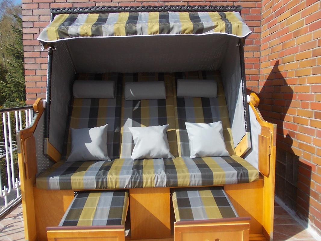 rosina balkon mit strandkorb garten ferienwohnung in wittmund mieten. Black Bedroom Furniture Sets. Home Design Ideas