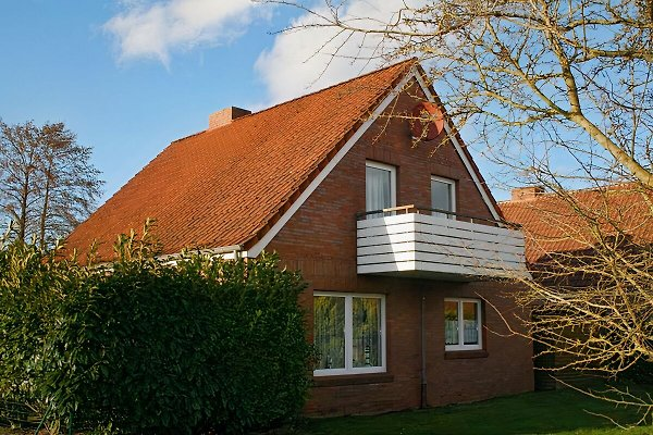 Haus liegt schön ruhig, besteht aus einer Erd- und Dachgeschosswohnung,Garten ist eingezäunt, Haustiere erlaubt im EG !!