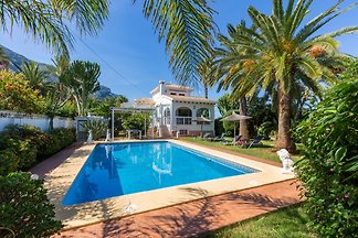 Luxuriös freistehend,2018 renoviert,Strand 1200m,Denia 1500m Werfen Sie einen Blick auf unsere Homepage, wir bieten noch 4 weitere Ferienhäuser in Denia an.