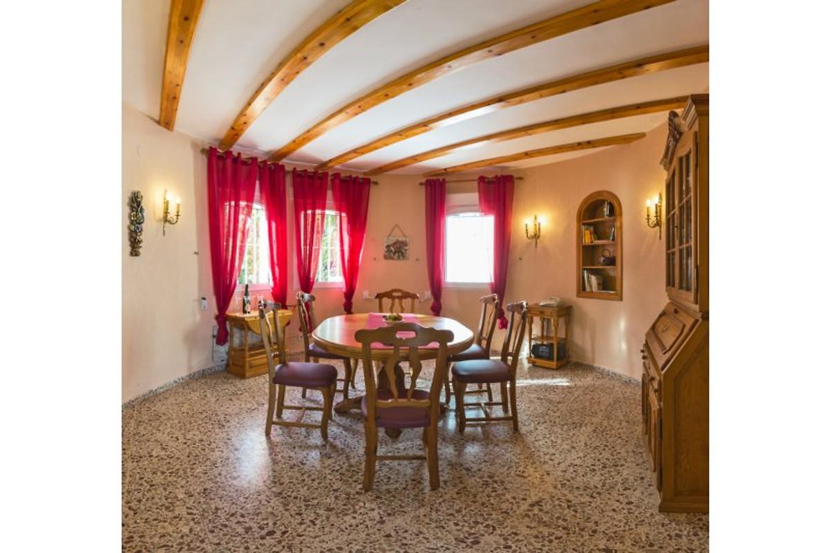 Ferienhaus deluxe villa vistamar in denia firma pickel for Echtholztisch esszimmer