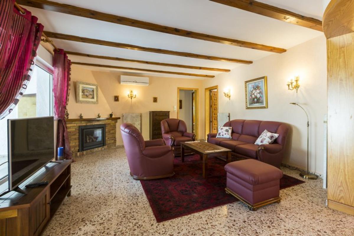 Ferienhaus deluxe villa vistamar ferienhaus in denia mieten for Echtholztisch wohnzimmer