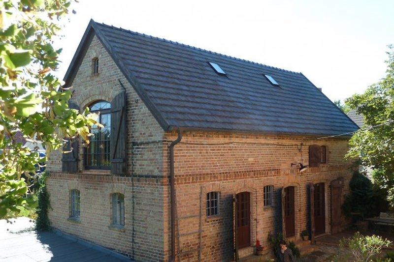 Das Ferienhaus von der Hofseite aus.